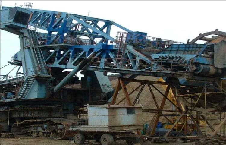 Compact lignite bucket-wheel excavator